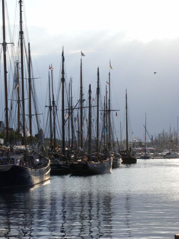 Hanse Sail - längs der Kaikante