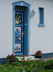 schmucke Häuser im Frühling - Fischland Darß (3)