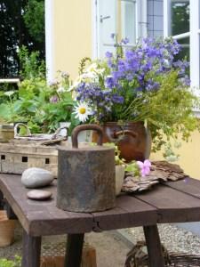 gedeckter Tisch - am Eingang zur Küche