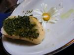 Wildkräuterpaste auf Brot