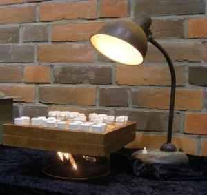 Schach der Glühlampe - Installation von Bert Preikschat - Foto Frank Koebsch