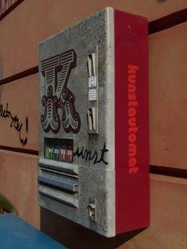 Kunstautomat in der Große Wasser Str. 1 (c) Frank Koebsch