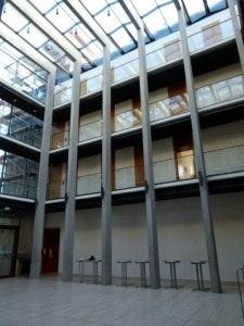 Foyer und Ausstellungshalle in der Landesvertretung MVs in der Ministergärten (c) Frank Koebsch