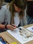 Kristina Jurick bei der Arbeit einer Tonwertskizze in Aquarell (c) Frank Koebsch