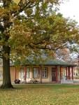 Roter Pavillon auf dem herbstlichen Kamp (c) FRank Koebsch (1)