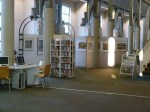 Blick auf die aktuelle Ausstellung in der Humboldt Bibliothek (c) Frank Koebsch