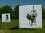 Open Air Ausstellung horizont 14 »Cyclists« (c) Tobias Koebsch