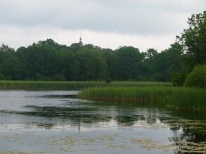 Blick über den See auf das Lüsewitzer Schloss (c) Frank Koebsch