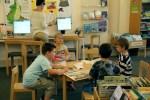 Kinder entdecken die Bibliothek (c) Christiane Weidner