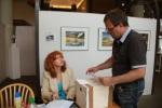 Unsere Box für das Preisausschreiben wird verklebt (c) Christiane Weidner