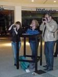 """Da gibt es etwas zu fotografieren - Conny Stark, Ulli Schwenn und Frau auf unserer Ausstellung """"see more fine jazz in fine art"""""""