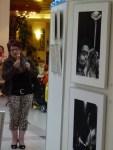 Die erste Besucherin bei unserer Ausstellung see more jazz in fine art