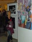 """Interessierte Besucherin in unserer Ausstellung """"see more jazz in fine art"""""""