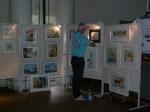 Karsten Peters beim Hängen unserer Ausstellung (c) Frank Koebsch