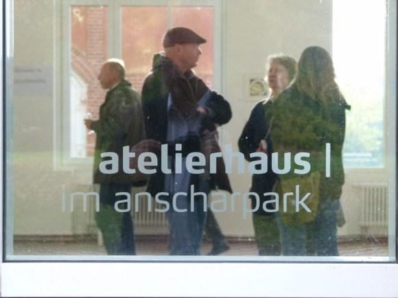 Gäste in unserer Ausstellung im Atelierhaus im Anscharpark (c) Frank Koebsch