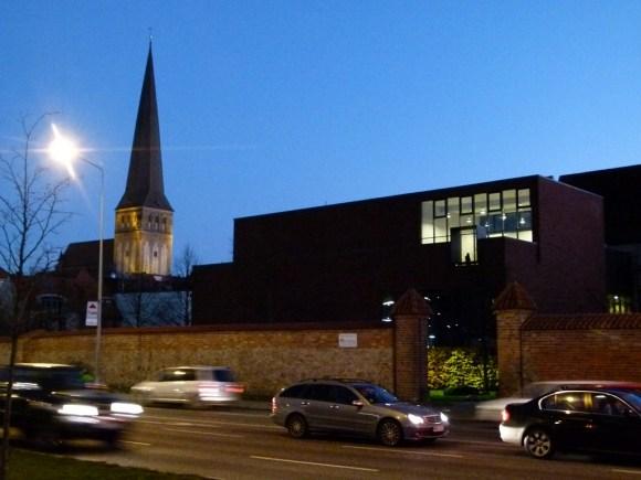 Petri Kirche und HMT in den Abendstunden (c) Frank Koebsch