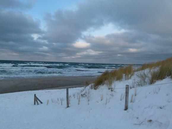 vereister Strand von Ahrenshoop (c) Frank Koebsch