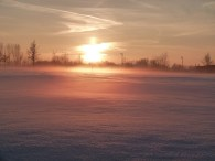 Winterlicher Sonnenuntergang üder dem Schnee (c) Frank Koebsch