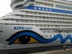 Auge in Auge mit der AIDA stella (c) FRank Koebsch