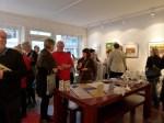 Interessierte Besucher in der Galerie FASZINATION ART (c) Maike Josupeit (1)