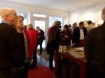 Interessierte Besucher in der Galerie FASZINATION ART (c) Maike Josupeit (3)