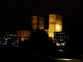 Rathaus Oslos bei Nacht (c) Frank Koebsch