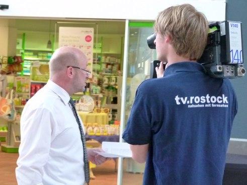 Centermanager Jens Fischer im Interview mit tv-rostock (c) FRank Koebsch