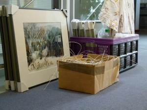 Beim Hängen der Bilder in der Ausstellung (c) Frank Koebsch (2)