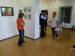 Malschüler beim Hängen der Bilder (c) FRank Koebsch (7)