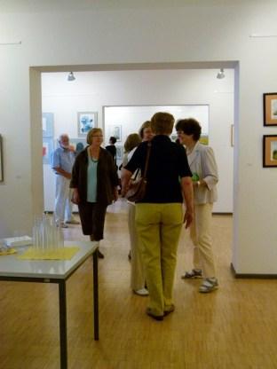 Malschüler und Gäste in der Ausstellung Faszination Aquarell (c) FRank Koebsch (5)