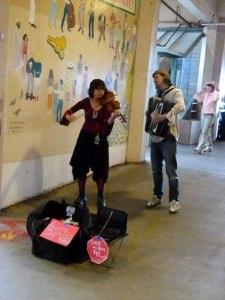 Pike Market Place Seattles - Straßen Musiker (c) Frank Koebsch