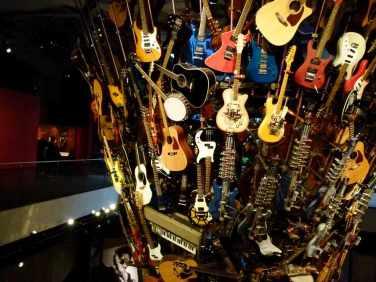 Seattle - der Gitarrenbaum im EMP (c) Frank Koebsch (2)