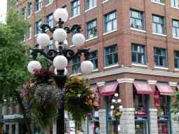 Vancouvers - Straßenschmuck in Waterstreet (c) Frank Koebsch (1)