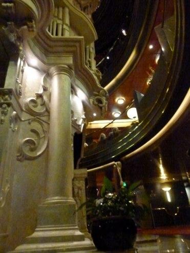 Atrium auf Deck 3 der MS Zaandam (c) FRank Koebsch (2)