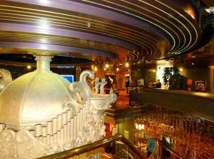 Atrium auf Deck 4 der MS Zaandam (c) Frank Koebsch