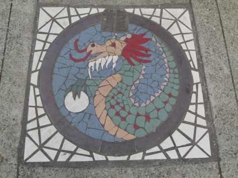Chinesisches Sternzeichen Drache im Chinesischen Garten Vancouvers (c) Frank Koebsch