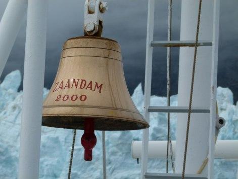Die Schiffsglocke der MS Zaandam (c) Frank Koebsch