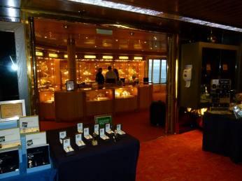 Shoppingmeile der MS Zaandam (c) Frank Koebsch