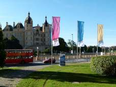 Blick vom Museum auf das Schweriner Schloß (c) FRank Koebsch