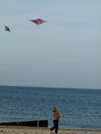 Drachen steigen lassen am Kühlungsborner Strand (c) Frank Koebsch (3)