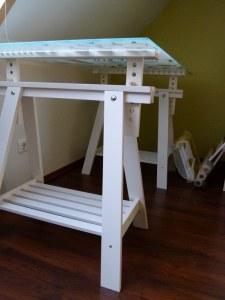 Arbeitstisch mit Glasplatte zum Abwischen der Aquarellfarben (c) Frank Koebsch (2)