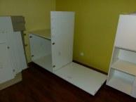 Zwischenstand beim Aufbauen der Möbel im Atelier (c) Frank Koebsch