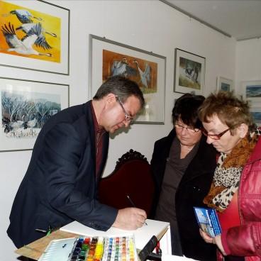 Frank Koebsch malt in der Ausstellung - Frühling im Land in Bad Sülze (c) Bert Preikschat (2)