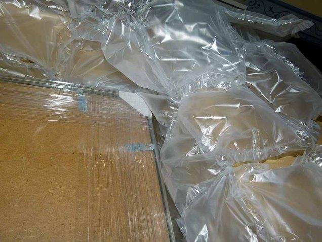 Mangelhafte Verpackung für den Versand von Bilderrahmen bei Boesner (c) Frank Koebsch