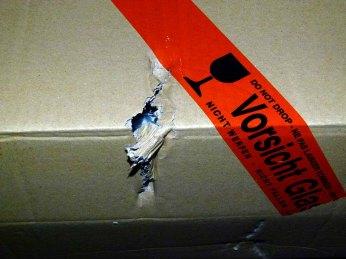 Verschicken von gerahmten Bildern -beschädigte Kartons (c) Frank Koebsch (2)
