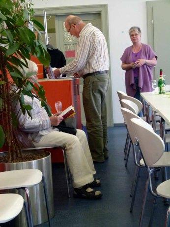 Besucher der Ausstellung von Frank Koebsch im KIZ Schwerin (3)