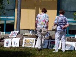Ein Kommen und Gehen von Besuchern bei den Aquarellen von FRank Koebsch (1)