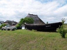 Fischerboot beim Pfarrwitwenhaushaus in Groß Zicker (c) Frank Koebsch