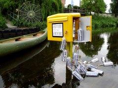 Flaschenpostbriefkasten beim JAM - Alte Molkerei Bad Sülze zu Kunst-Offen an der Recknitz - Installation von BERTOLOMEOS