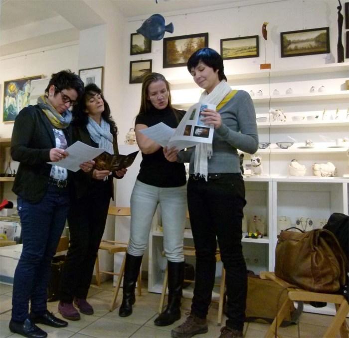 Abstimmung für unser Projekt Faszination Galopper v.l. Cindy Höppner - Galerie Severina, Simone Samrey - TREFFpunkt GmbH, Konni Fuentes - RAA Mecklenburg-Vorpommern eV, Wiebke Haas – Fotografin © Frank Koebsch
